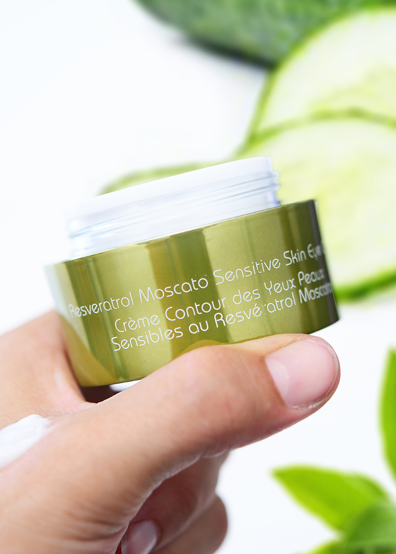 Moscato Sensitive Skin Eye Cream with background